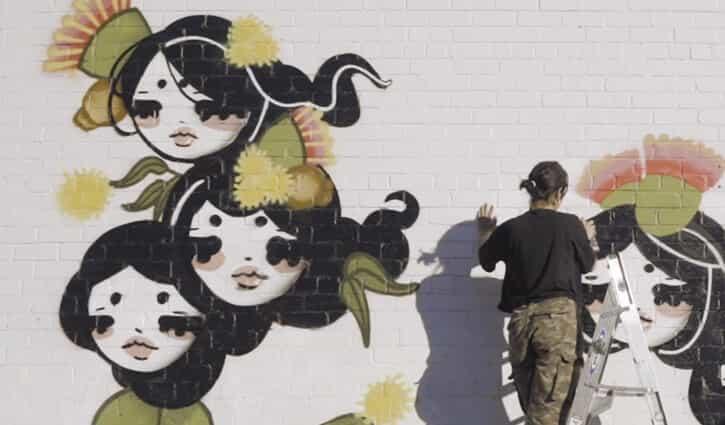 Watch: Aki Yaguchi Paints Tobu Hime (飛ぶ姫) Mural